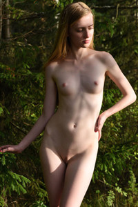 Model Malinka in Forest Secret