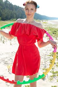 Model Nesti in Cutie In Red